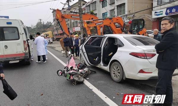 警医联动 双清交警开道救人