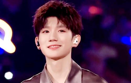 王源妈妈谈儿子哭成泪人儿,如果重新选择,不会让儿子进入娱乐圈
