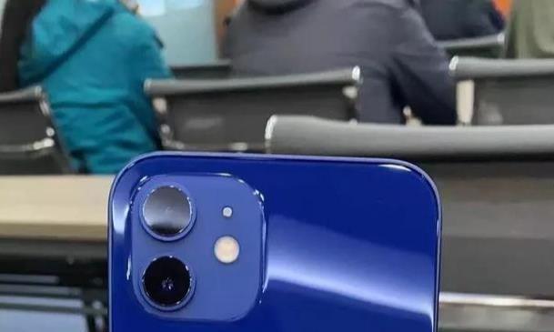如何看待网传iPhone12蓝色与官网图片颜色严重不符?