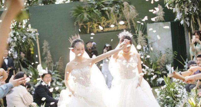 杨丽萍爱徒水月与爱人到丹霞蜜月旅行,两人6月初刚举办同性婚礼