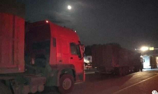 """严查! 超载大货车夜间频出动, 枣庄一夜查扣9辆""""百吨王"""""""
