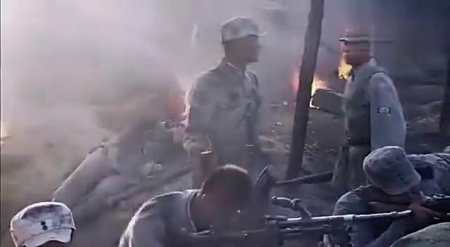 日军大佐用十几辆坦克进攻八路军阵地,首长准备了一排重炮还击!