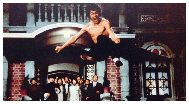 """李小龙踢碎的""""东亚病夫""""招牌,小鲜肉们又捡回来,还镶了金边!"""
