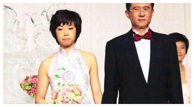 """他抛弃同居12年的袁立,转身娶小20岁女乒""""大魔王""""张怡宁"""