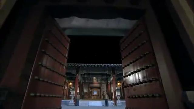 皇帝正在作画,哪料随手画的一条龙,竟能变成真龙翱翔于空中