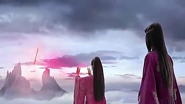 赤衣为爱将轩辕剑交给君尊, 酋魔却反手将她杀了,赤衣含恨而终