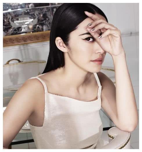 40岁姚晨东山再起,一对儿女甚是可爱,谈起凌潇肃她却心酸落泪