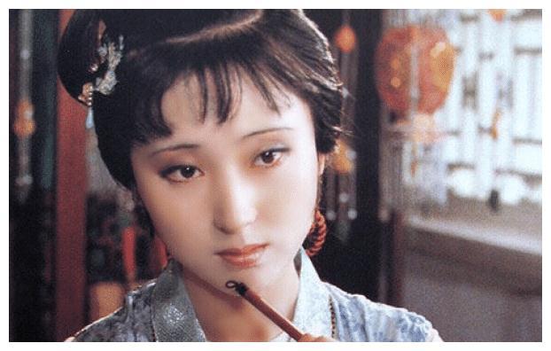 她是最经典的林妹妹,戏中结局悲情,戏外有挚爱之人陪同走完一生
