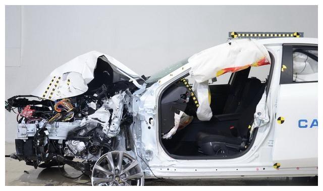 11.59万起标配8气囊,中保研碰撞测试优异,昂克赛拉有颜还有料