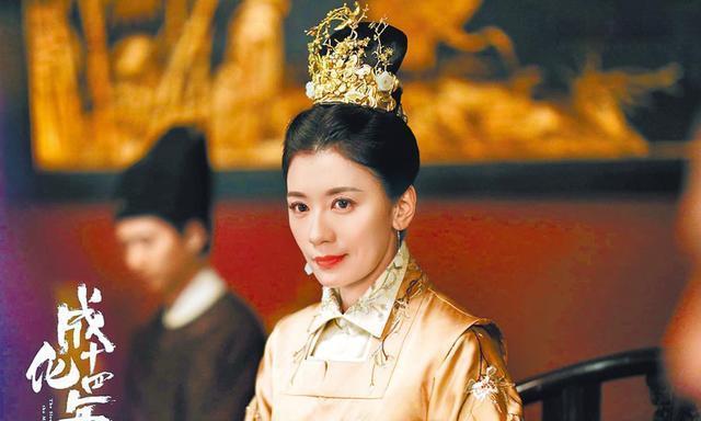 成龙新剧《成化十四年》首播,贾静雯重返古装剧魅力上线