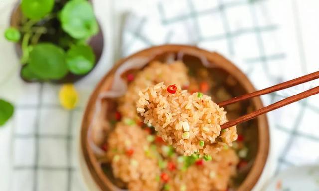 老干妈糯米鸡翅:香辣入味,越吃越过瘾