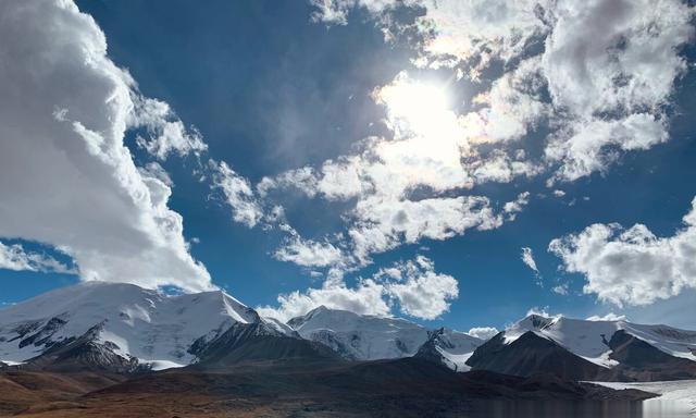 """青海现最美""""雪山观景大道"""",雪山冰川、磅礴江湖、湿地纵横"""