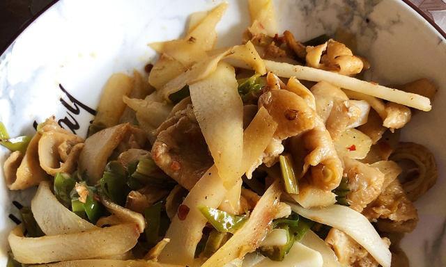 肥肠炒青笋头,脆嫩鲜美超下饭