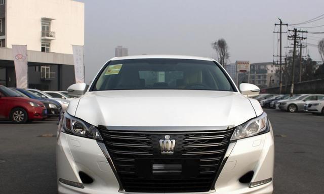 年薪29万,换车坚持提了丰田皇冠,车主:关键是有档次