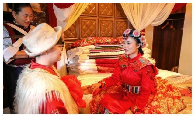 今天丽江古城这场婚礼太震撼!新娘是广东援鄂护士……