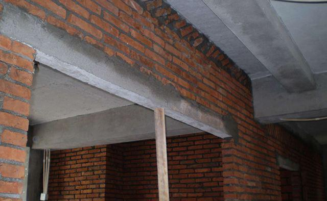 所以说,不管是改门洞还是新砌墙做门洞,都不能用木过梁,大家在装修的