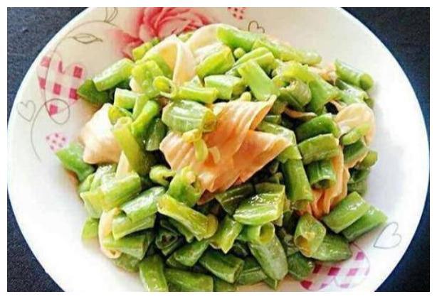 美食推荐:姜汁鲈鱼,豆角炒豆皮,虾仁萝卜汤这几道家常菜的做法
