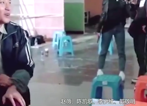 演员请就位:张哲瀚首演亲密戏,赵薇现场教学