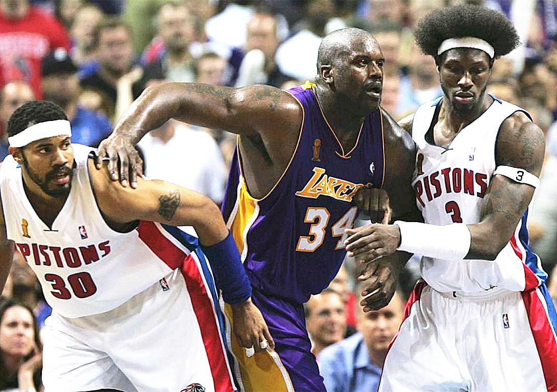 04年总决赛奥尼尔场均26分+10篮板+63%命中率,那科比是什么数据