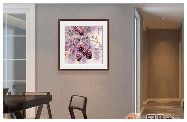 家里餐厅墙上挂什么画好 餐厅挂幅葡萄果蔬画勾人食欲