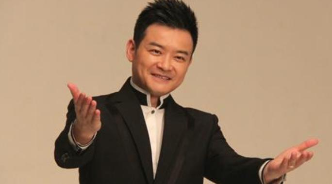 央视名嘴李佳明,为什么渐渐淡出观众视野?背后原因令人惋惜