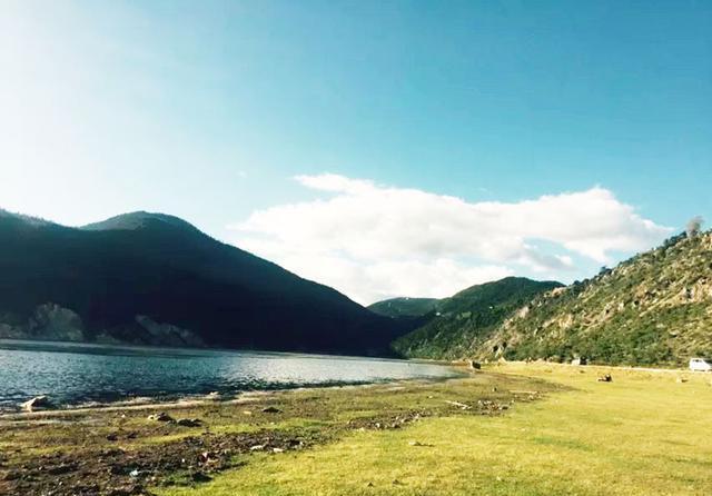 纳帕海: 一半海水, 一半草原!