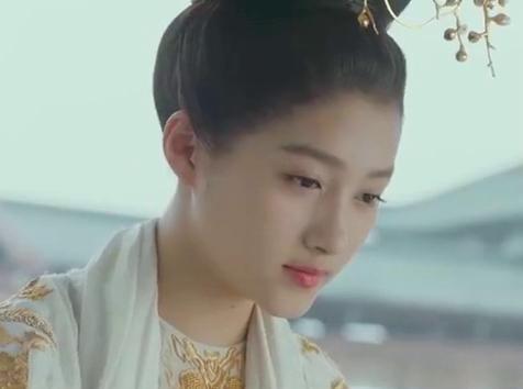 凤囚凰:皇上问起公主身上的香味,让公主紧张了