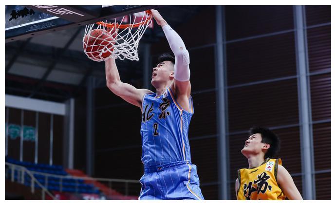 北京砍120分赛季新高 39次三分出手大玩跑轰