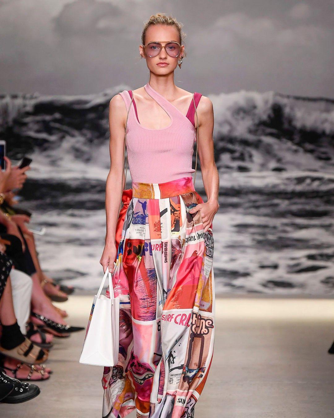 2020春夏纽约时装周:关于品牌的浪漫度假风情,时尚自然!