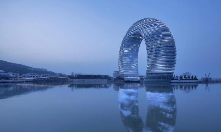 """湖州""""超奢华马桶盖""""建筑,耗资15亿打造,如今已成浙江地标"""