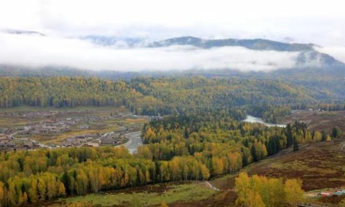 """新疆这个山谷中的小村庄,被评中国""""最美村寨"""",更是神的后花园"""