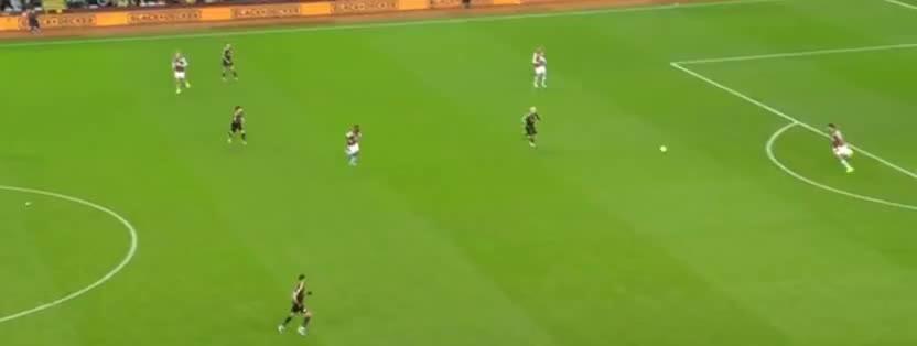 马赫雷斯断球送助攻,阿奎罗破门帽子戏法