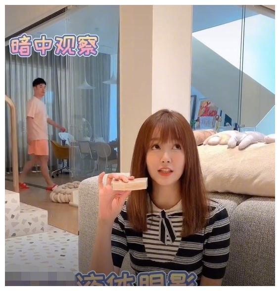 陈赫张子萱罕见同框秀恩爱,被老公吐槽撒娇回怼。网友:有点刻意