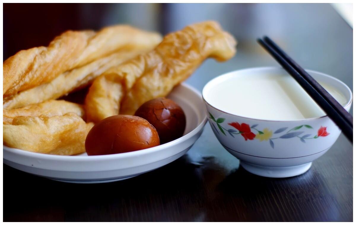 告别高碳水高糖高盐早餐,享受健康营养又简单的一碗咸燕麦粥