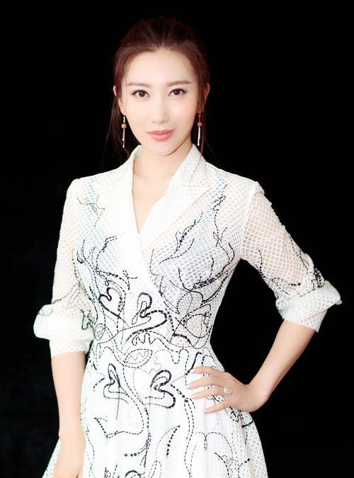 殷旭,1983年8月15日出生于辽宁省