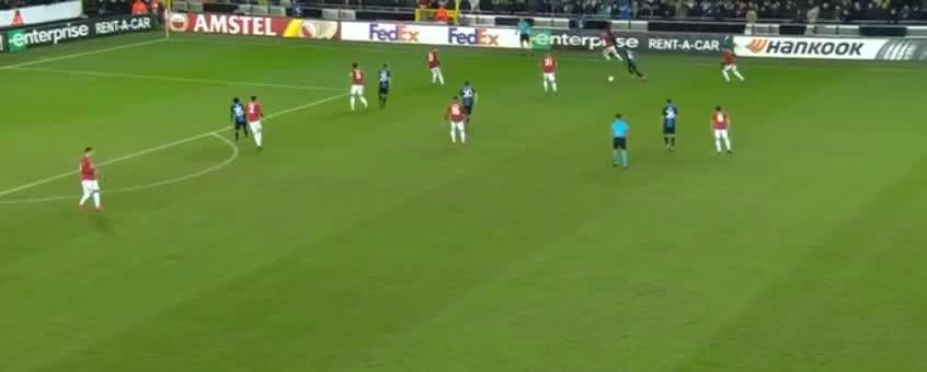 丹尼斯小角度射门,罗梅罗倒地封出底线了