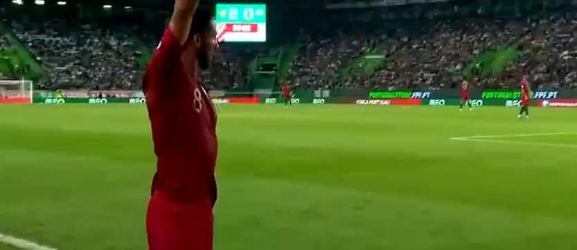 葡萄牙角球开出,格德斯替补破门,葡萄牙锁定胜局