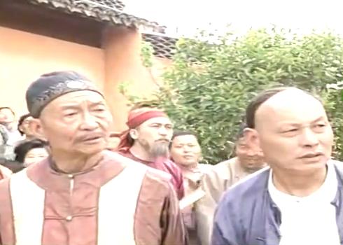 乡野厨子同时做六锅菜,遭到高手捣乱,不料厨子武艺高强没在怕的