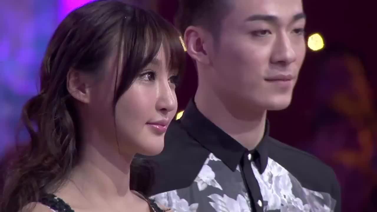 陈冰综合评分略高侥幸留在舞台Emily和刘羽琦评委将如何抉择
