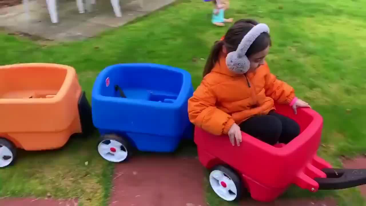 乘坐婴孩娃娃和雨伞的货车