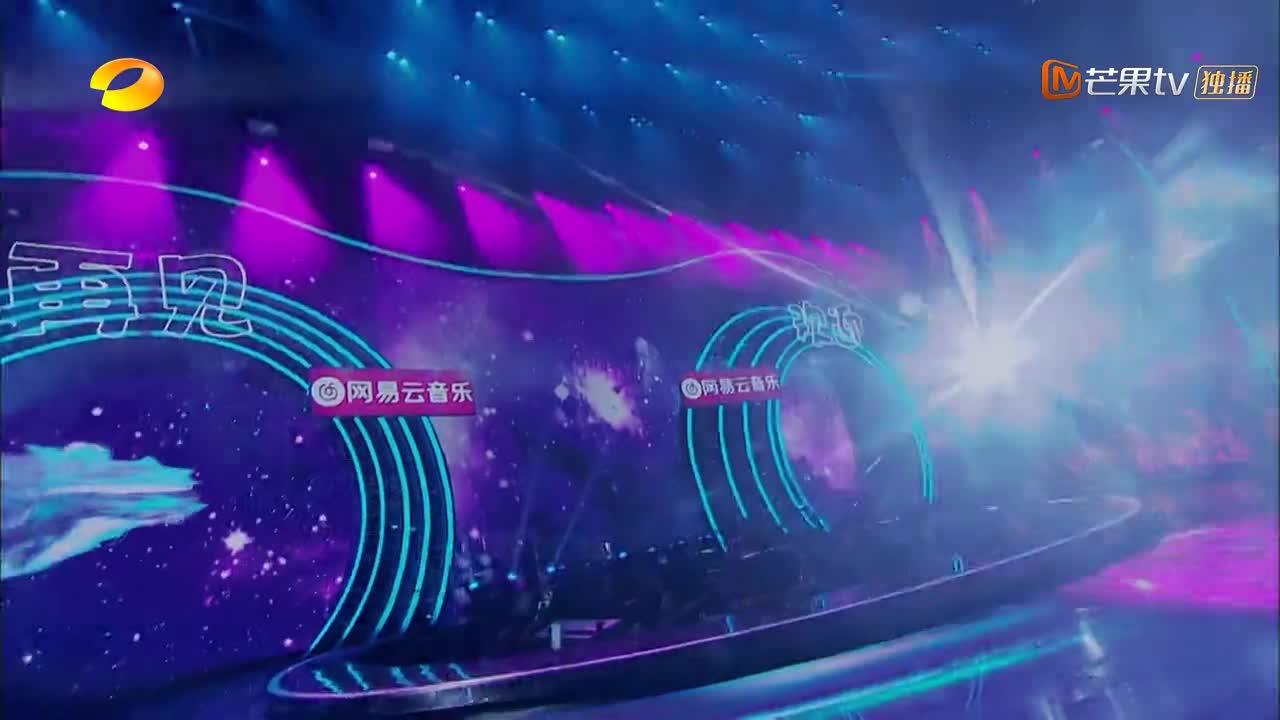 嗨唱:周深的成名曲《大鱼》,被李紫婷翻唱,再次火遍全网!