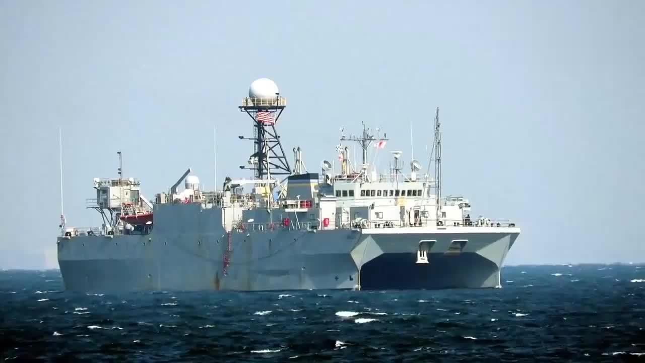 航行在日本浦贺港附近的美海军胜利号间谍船 潜艇音响情报监测船
