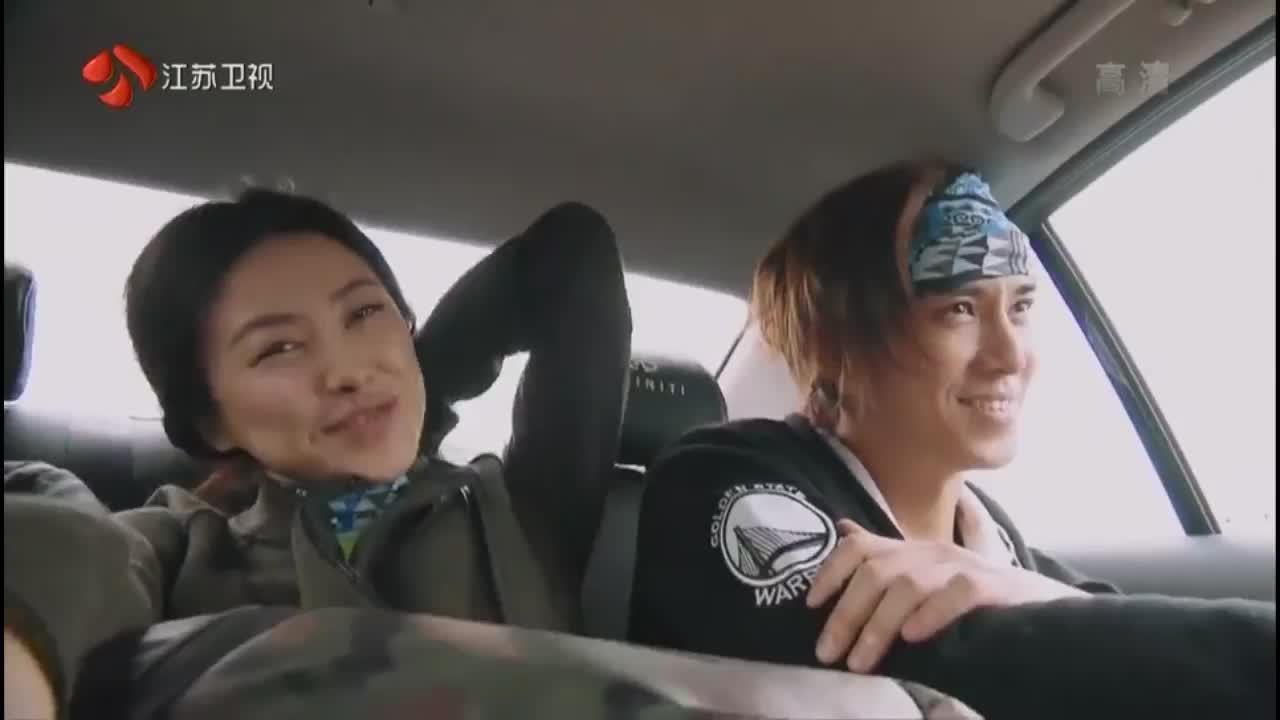 非凡搭档:陈楚河帮朱珠拿包,一次来建立默契,好像没啥用啊