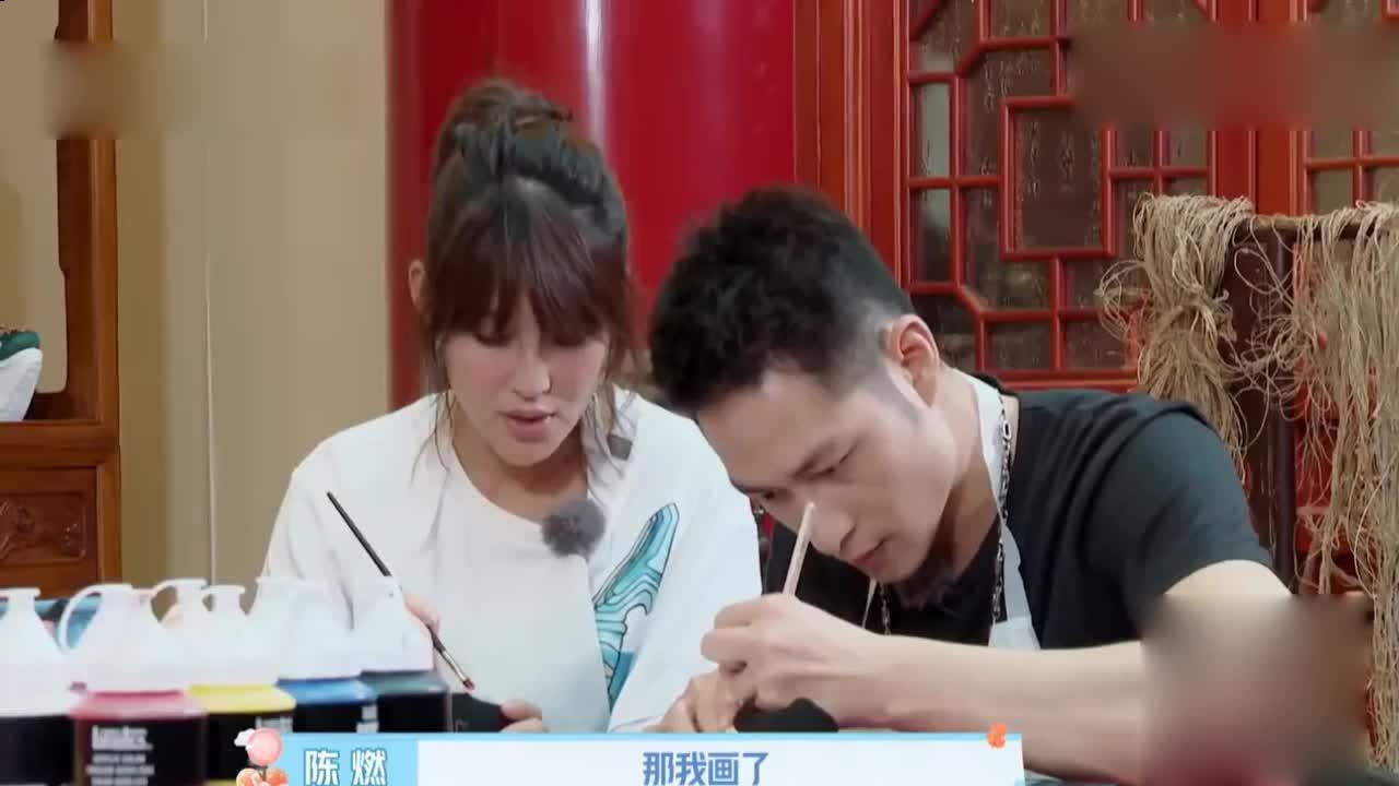 陈燃带婆家人逛北京城,公婆小叔子一起画布鞋,画风太别致了