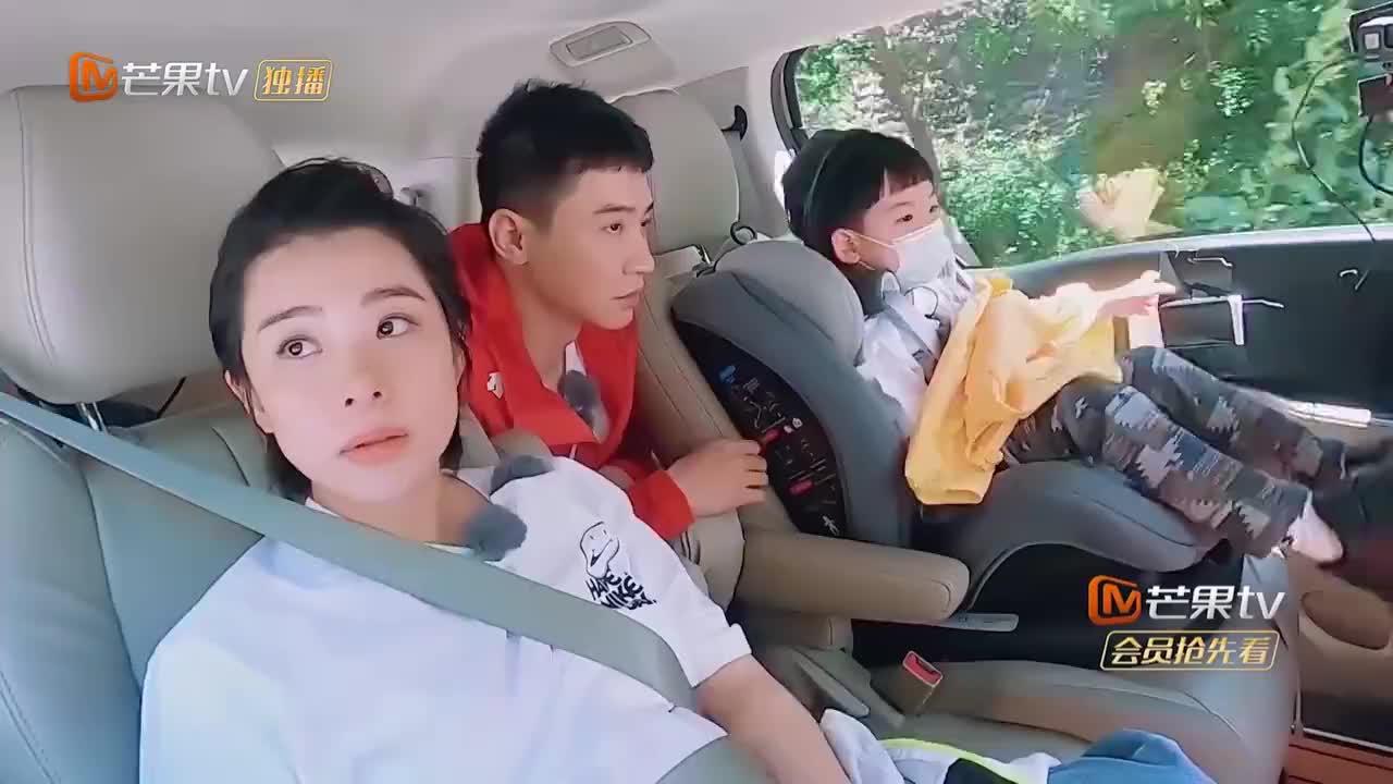 王弢带一家四口去旅行,刘璇开心不已,儿子成语词汇量绝了!