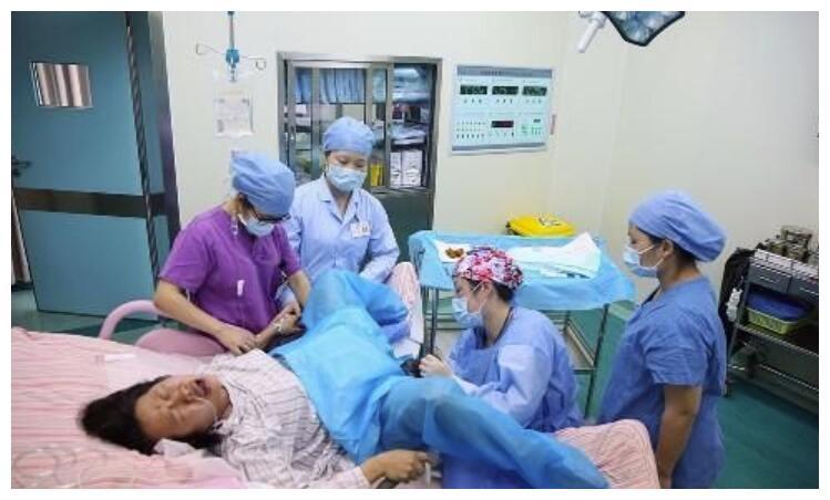 生孩子只能躺着吗?助产士详解3种分娩体位,产前看看少遭罪
