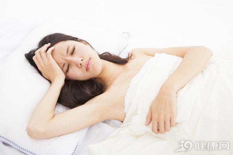 如果你经常偏头痛,请小心,这可能是3种严重疾病的预兆!