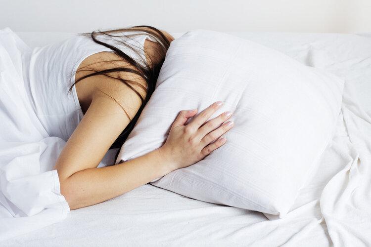 经常凌晨三、四点钟醒来?或是饮血亏虚,中医3招补气血,治失眠