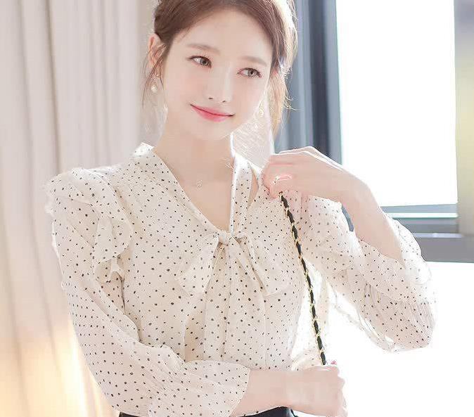 不落幕的时髦,雪纺波点衬衫邂逅法式浪漫,蝴蝶结增添甜美