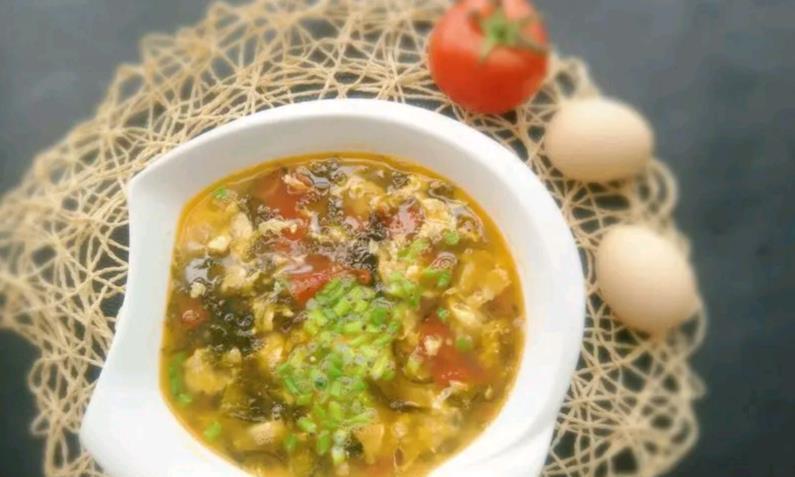 加班至深夜,做碗西红柿紫菜蛋花汤给自己,身心都是暖暖的,巴适